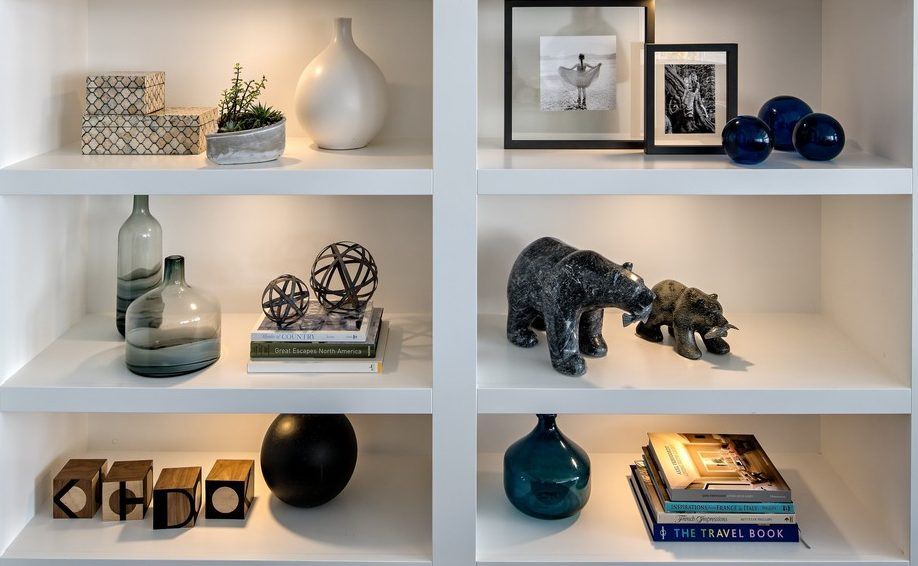 Decorating tips - storage of lovely personal artifacts and khdc logo